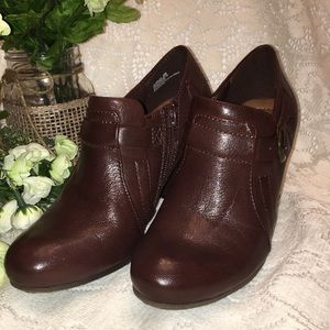 Bare Traps Glamour Size 6M dark brown ankle boots